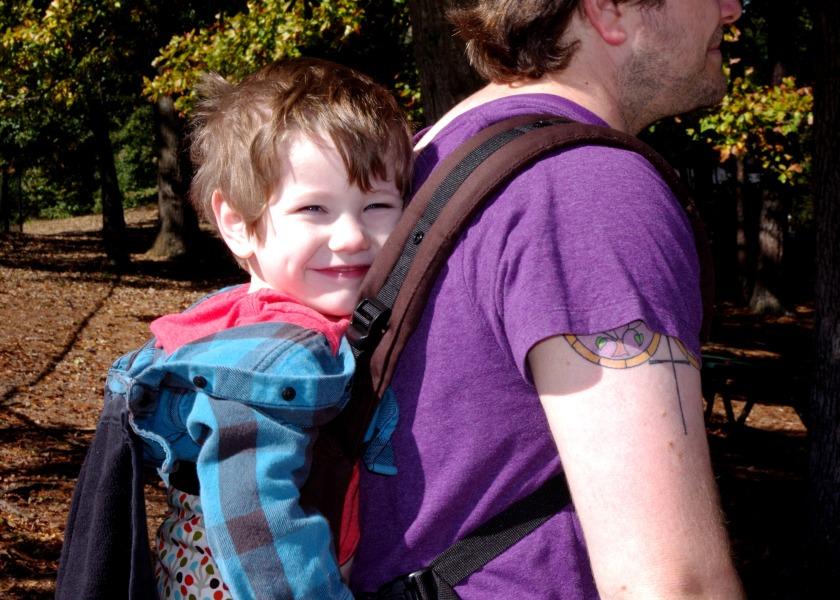 back carry 4yo close up soleil
