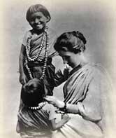 Amy_Carmichael_with_children