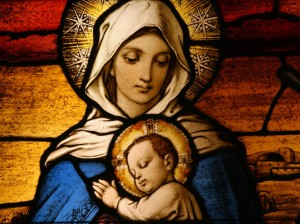 Stained_glass_depicting_the_Virgin_Mary_holding_baby_Jesus